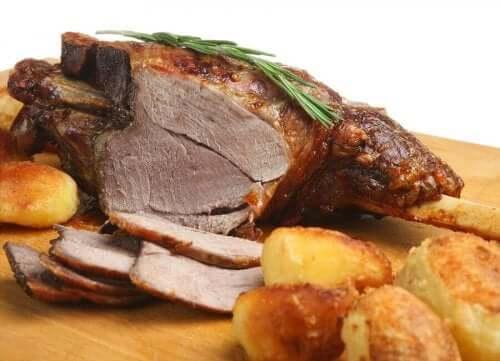 Gebraden lamsvlees in Rioja-stijl