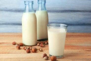 De eigenschappen van hazelnootmelk