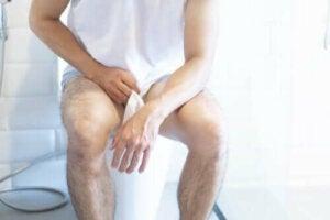 De symptomen van een blaasontsteking bij mannen