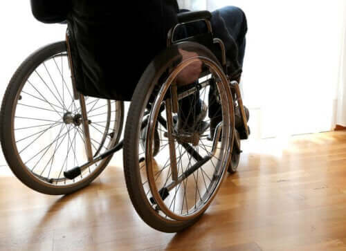 Iemand in een rolstoel