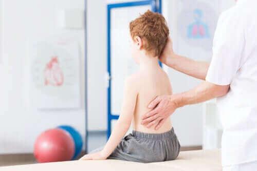 Scoliose bij kinderen: alles dat je moet weten