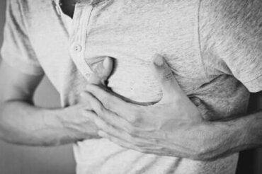 Chronische hik: oorzaken, behandeling en gevolgen