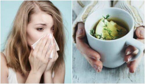 Een vrouw hoest met daarnaast een kop citroenthee