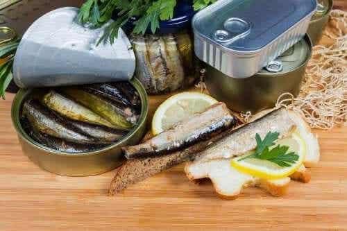 De vloeistof van voedsel in blik: gezond of niet?