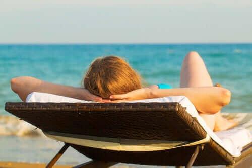 Zonnebaden een van de oorzaken van hyperpigmentatie