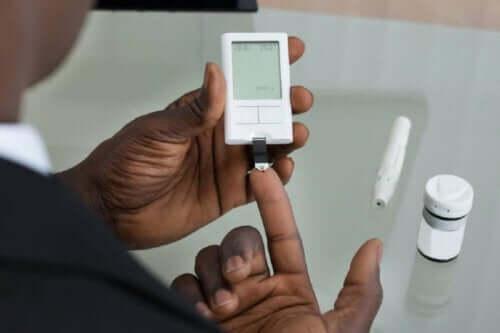 Bloedsuiker opmeten met vingerprik