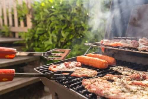 Het carnivore dieet met vlees op de barbecue
