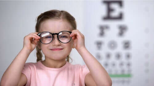 Hoe astigmatisme bij kinderen te detecteren