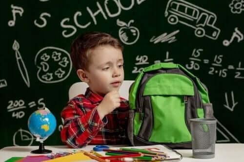 Schoolkind met rugtas