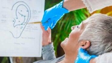 Stimulatie van de nervus vagus bij het oor