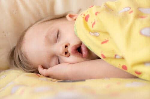 Symptomen en behandeling van slaapapneu bij baby's