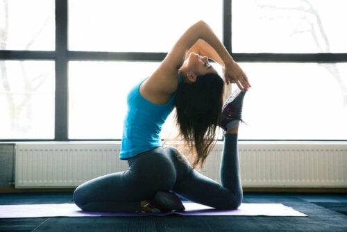 Vijf yoga-oefeningen voor gewichtsverlies
