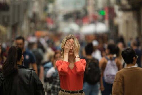 Wat zijn de symptomen van agorafobie?
