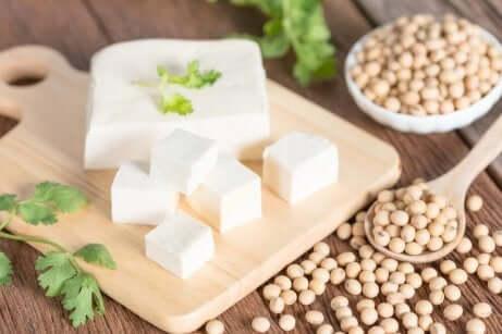 Tofu en linzen op tafel