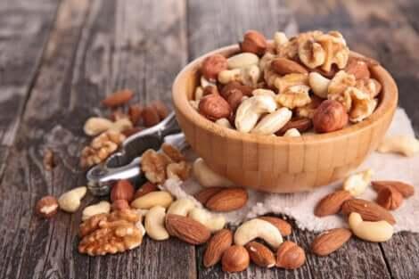 Een kom met noten