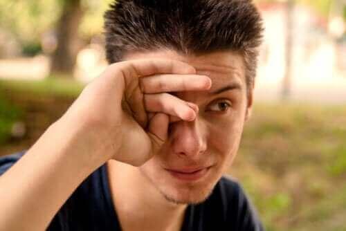 Wat zijn de oorzaken van tranende ogen?