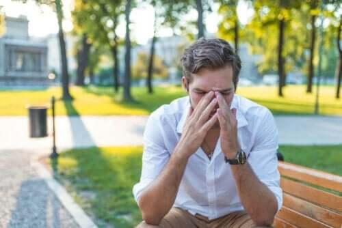 Man met een verstopte neus