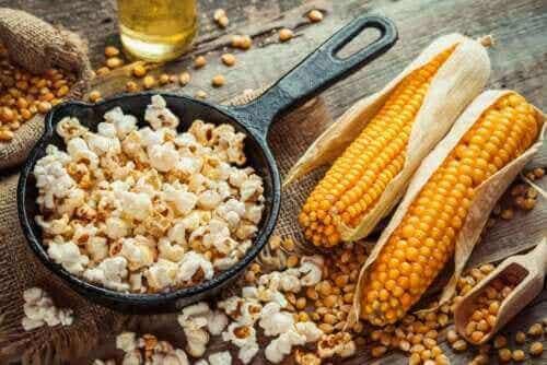 Hoe lekkere en gezonde popcorn te bereiden
