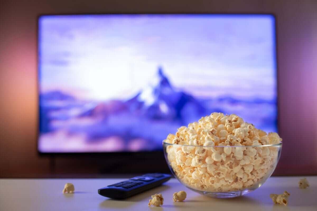Schaal met popcorn
