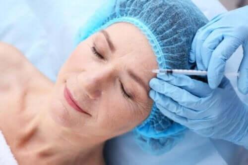 Vrouw krijgt botox