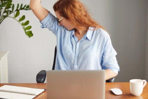 Wat is de oorzaak van een sterke lichaamsgeur?