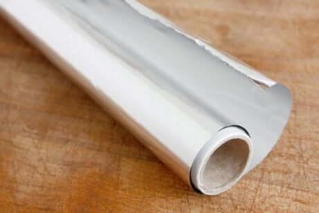 Een rol aluminiumfolie
