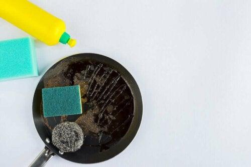 Vier tips om snel potten en pannen schoon te maken