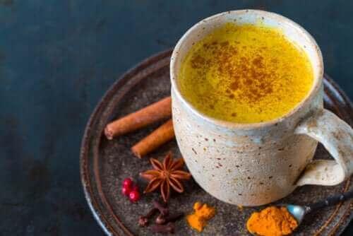 Vijf voordelen van het drinken van een kurkuma tisane