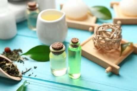 Etherische olie in kleine flesjes