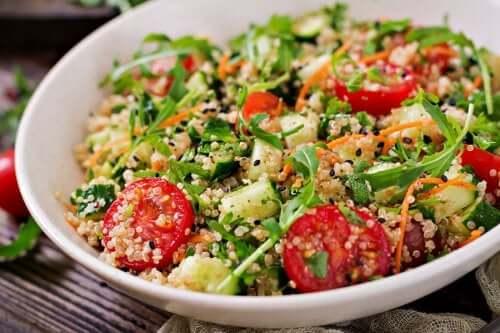 3 recepten voor een gezonde salade met quinoa