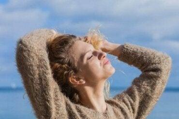 5 natuurlijke remedies om je haar tegen de zon te beschermen