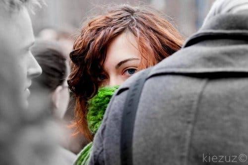 Een vrouw met sociale angst
