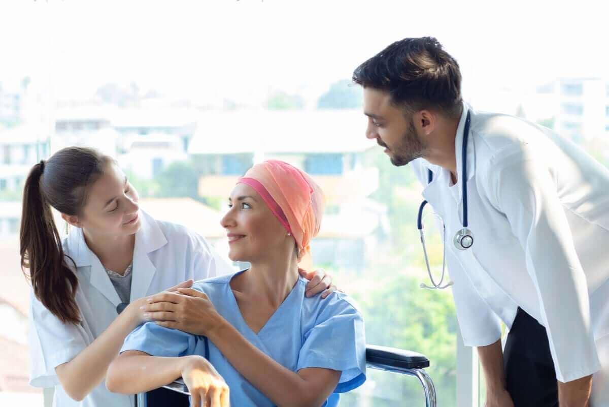 Vrouw met kanker in het ziekenhuis