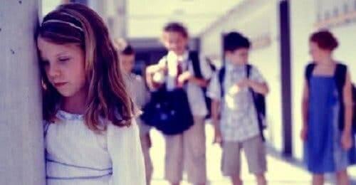 Meisje is bang op school