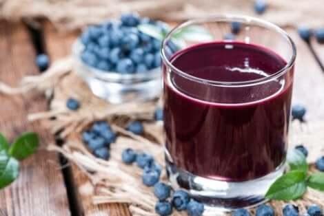 Glas bosbessensap gebruikt om spierkramp te bestrijden