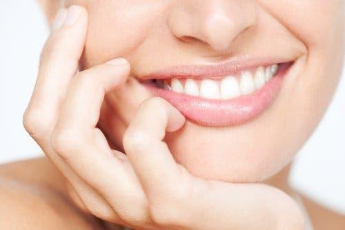 Vrouw met een stralende glimlach
