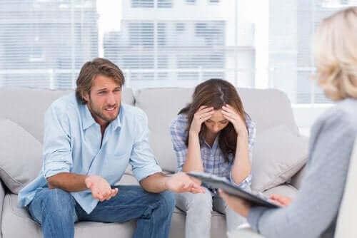 Man en vrouw hebben relatietherapie