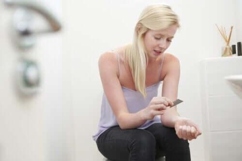 Hoe met tieners om te gaan die zichzelf beschadigen