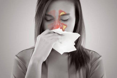 Vrouw met pijnlijke sinussen
