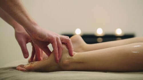 Een erotische massage van de voeten