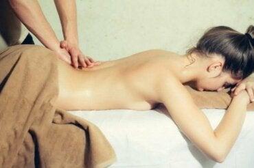 Manieren om je partner een erotische massage te geven