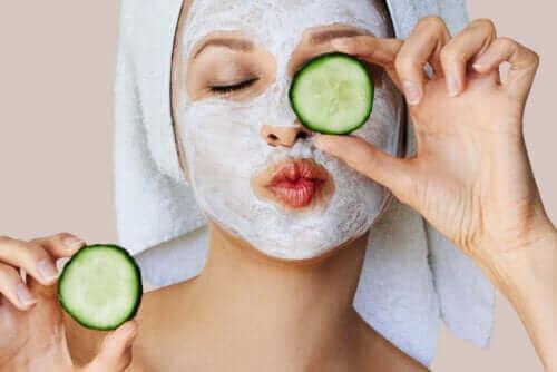 Hoe werken gezichtsmaskers op de huid?