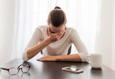 Vrouw met een paniekaanval