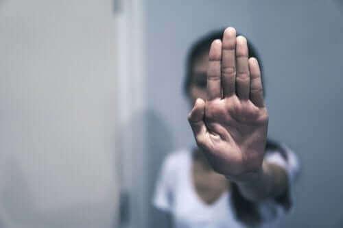 Vrouw zegt nee tegen mishandeling