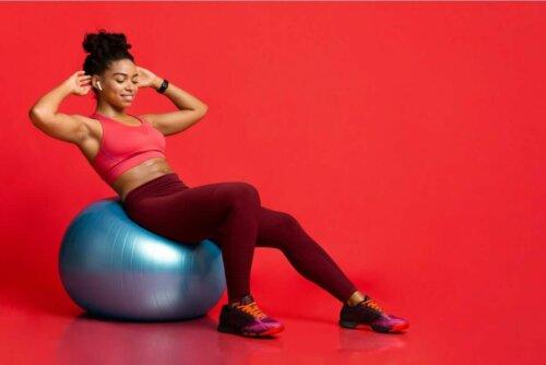 Oefeningen met een yogaball is ook goed voor je wervelkolom