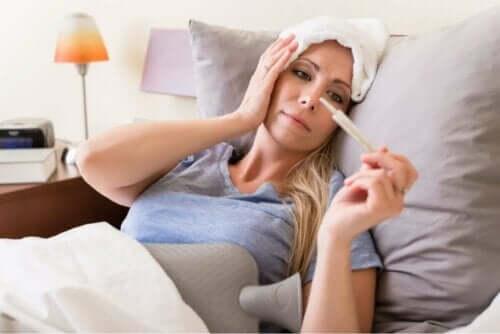 Een van de symptomen van meningokokkensepsis is koorts