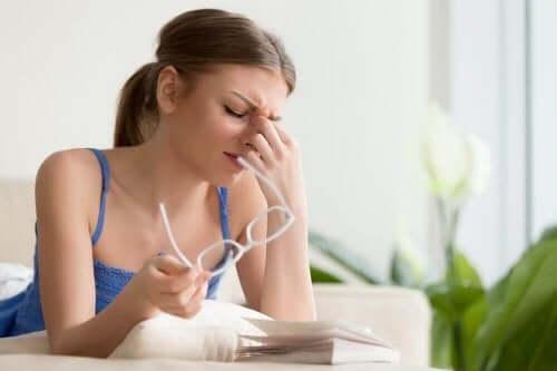 4 natuurlijke behandelingen voor pijnlijke ogen
