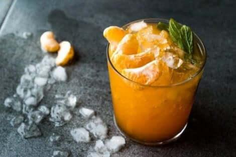 Citrussmoothie met kurkuma en mandarijn