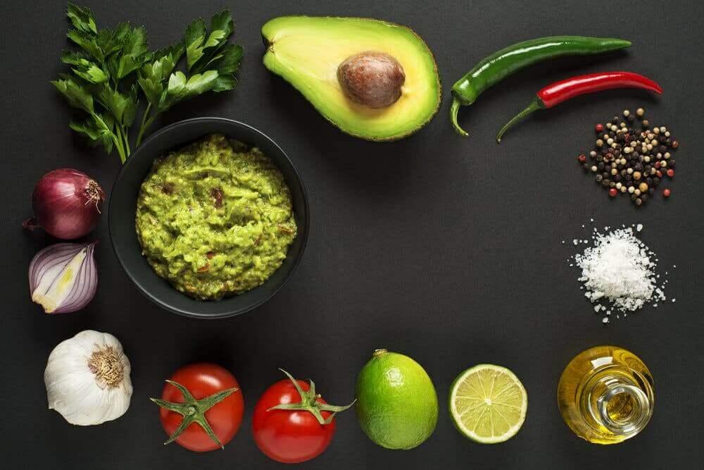 Ingrediënten voor een guacamole