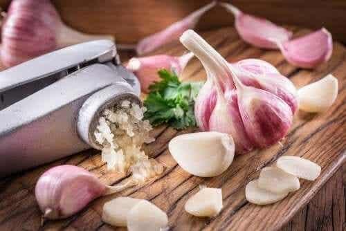 Je cholesterol verlagen met knoflook: 3 huismiddeltjes